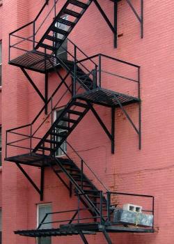 Эвакуационные стационарные наружные пожарные лестницы