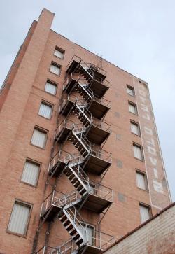 наружная маршевая пожарная лестница