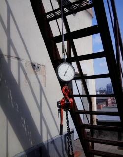 Проверка и испытание наружных пожарных лестниц, ограждений