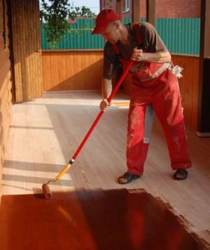 окраска деревянного пола