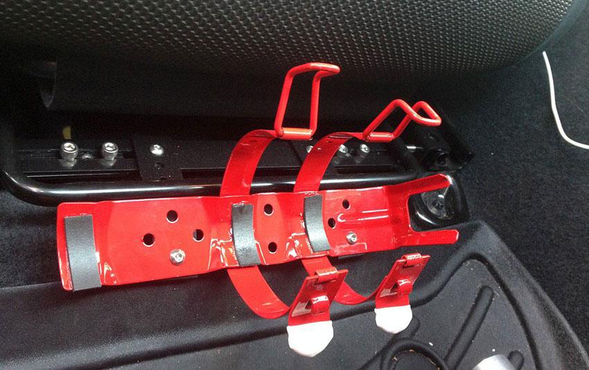 кронштейн для крепления огнетушителя под сиденьем автомобиля