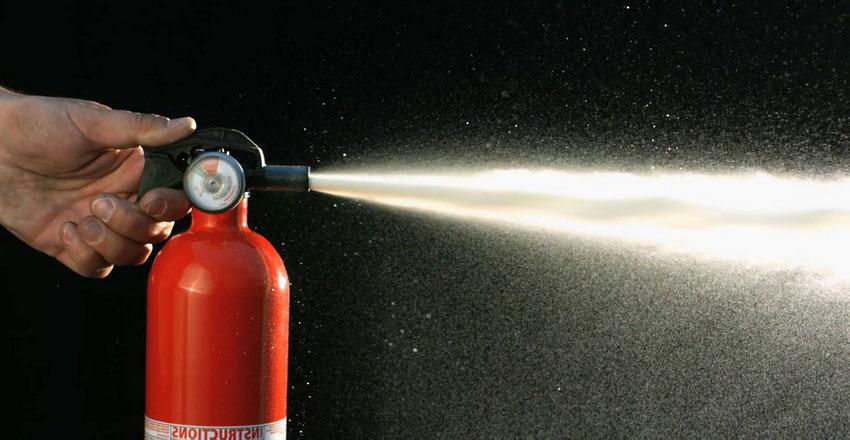 Какими огнетушителями можно тушить электроустановки до 10000 В: виды и их применение