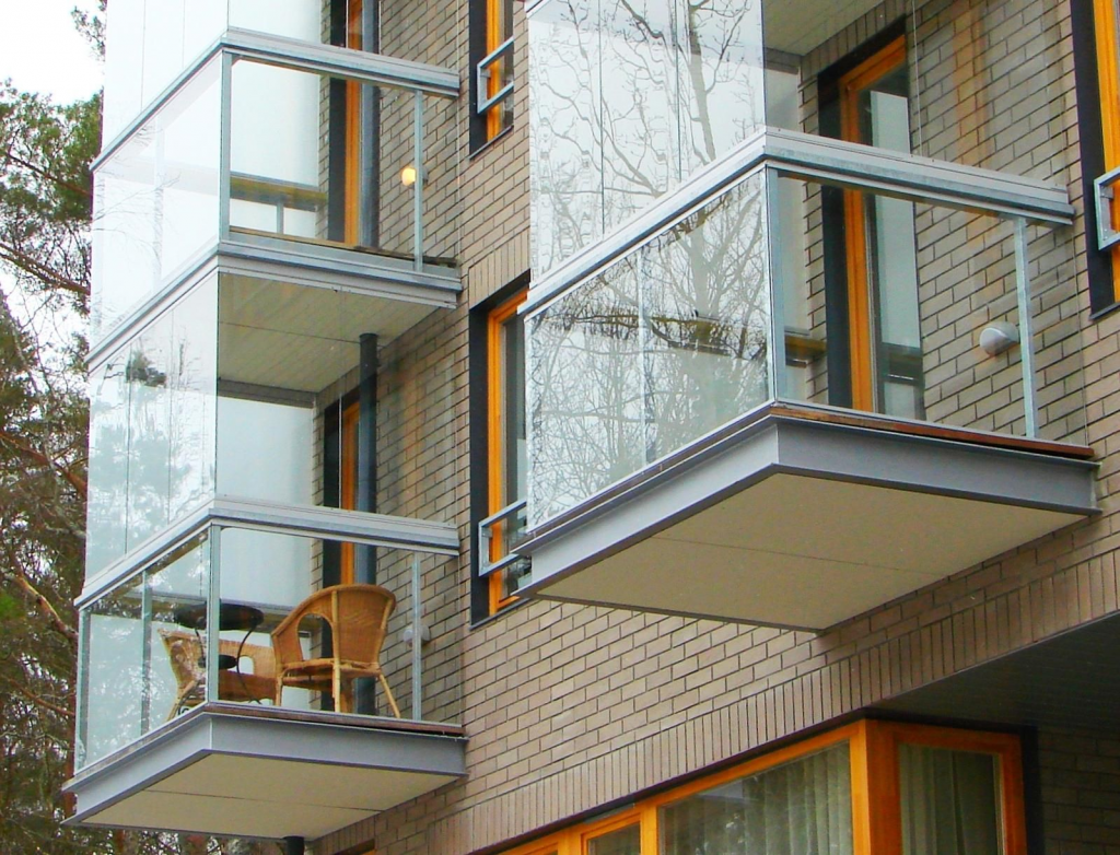 Как производится остекление балконов и лоджий